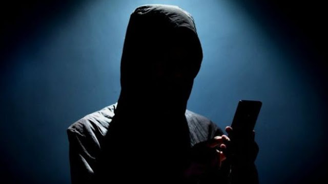 Portanto, se hackearem seu telefone, é melhor agir o mais rápido possível. O problema é que, muitas vezes, não podemos identificar os sinais a tempo. Mas há boas notícias: você não precisa ser um especialista em tecnologia para saber se seu telefone está comprometido
