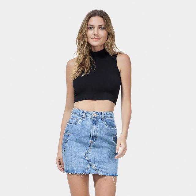 Com cintura alta e mais justinha ao corpo, a peça valoriza a silhueta e fica cool combinada com croppeds ou t-shirts