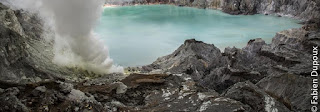 ijen blue flame tour is best tour packages for night tour