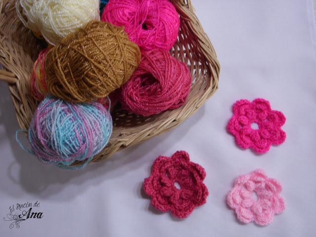 Servilleta con flores tejidas