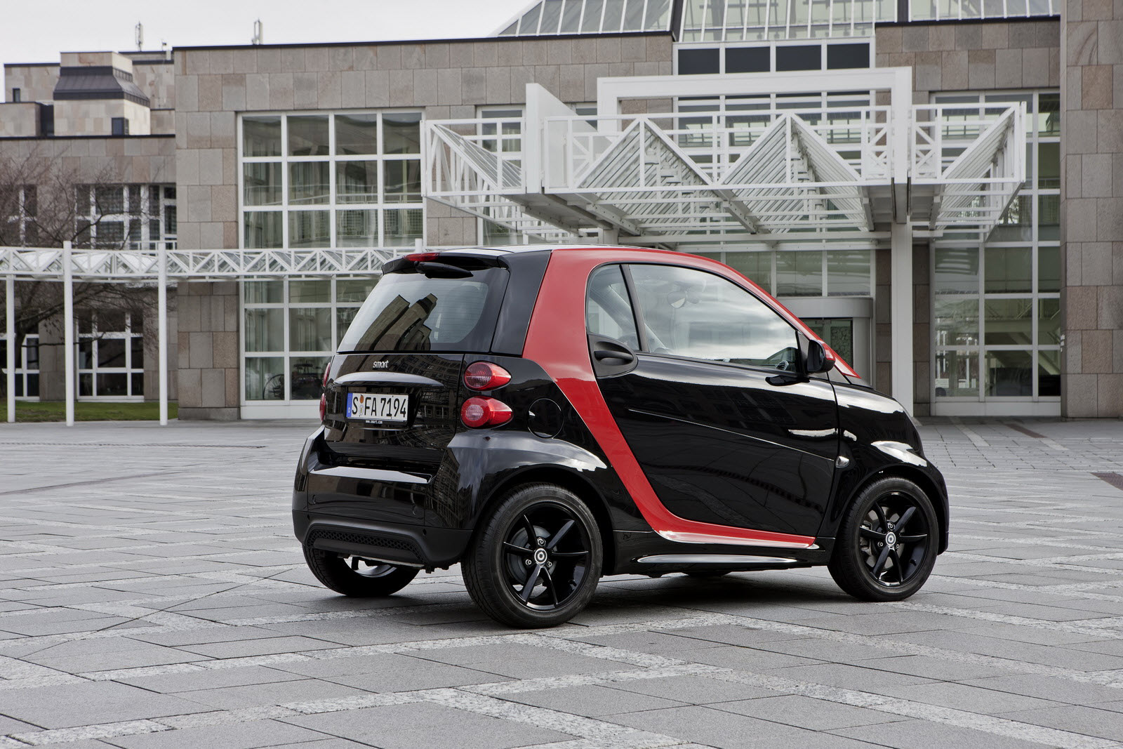 The Exterior Of Smart Fortwo Edition Sharpred Is Characterised By Striking Contrast Elegant Black And Extravagant Red Creating An Effect Like