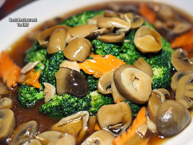 Cosmo Hotel Kuala Lumpur -Chinese New Year Menu - Stir-Fried Broccoli in Oyster Sauce