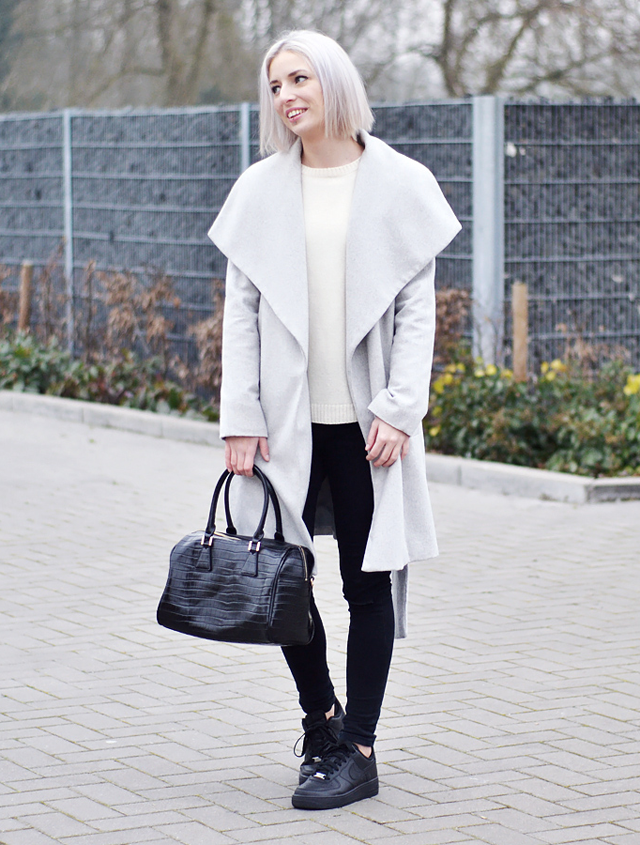 Street style, every day outfit, fashion blogger, inspiration, grey coat, wool jumper, nike air force 1