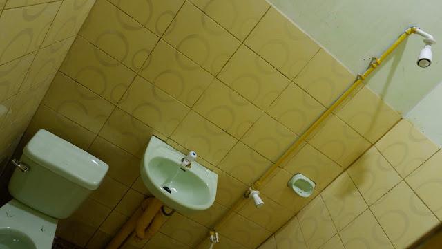 basic room bathroom