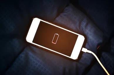 hal-yang-dihindari-saat-charging-baterai-smartphone