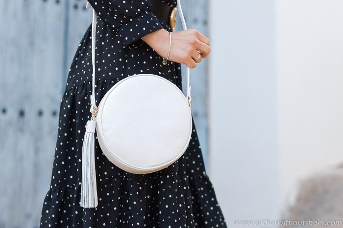 Bolso Bandolera redondo con pompón de piel blanco modelo Zoey de Gigi New York