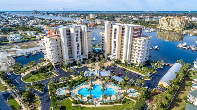 Harbor Landing is one of the newest upscale properties on Holiday Isle in Destin. With two towers that gaze over Holiday Isle in its entirety, the views are absolutely amazing.