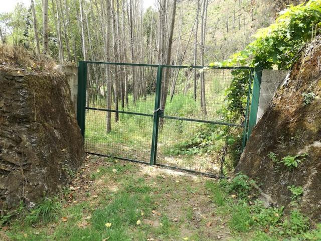 Acesso á zona do parque de campismo fechada