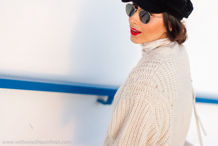 Influencer Valencia Look urban chic estiloso comodo falda de piel chaqueta de lana gruesa gorra baker boy