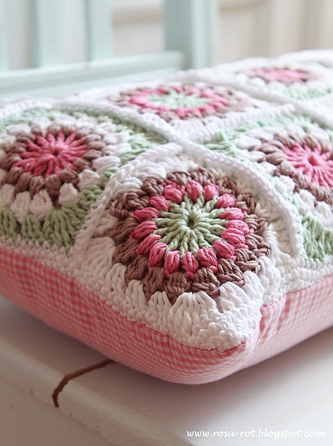Pretty Crochet cushion INSPIRATION ONLY! Rosa Rot Shabby Chic Kitchen | Crochet Pot Holders and Greengate DK