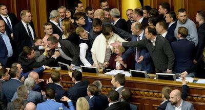 """Самопоміч не дала """"протягнути"""" президентський законопроект про особливий статус Донбасу."""