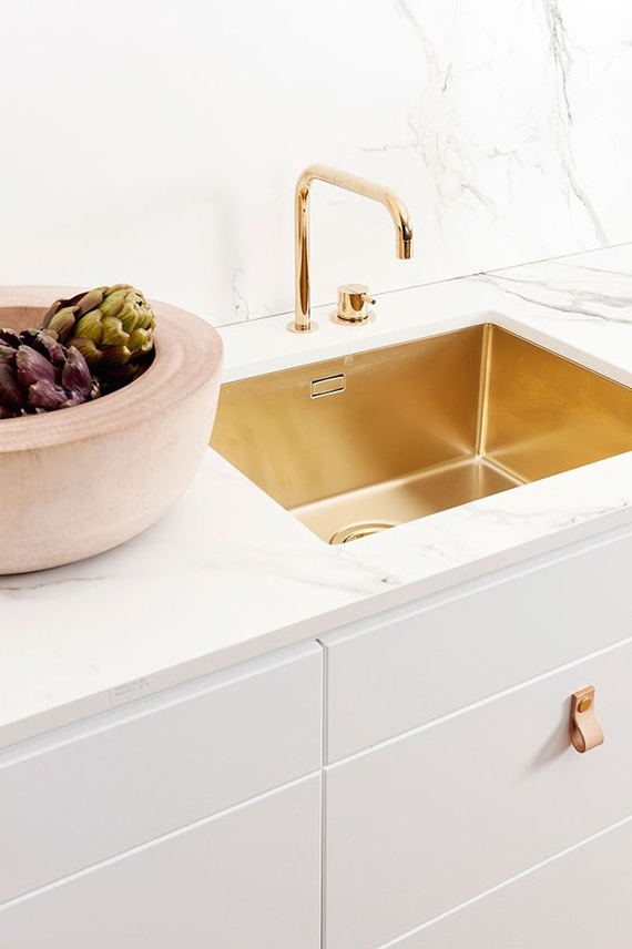 Brass kitchen sink via Ballingslov
