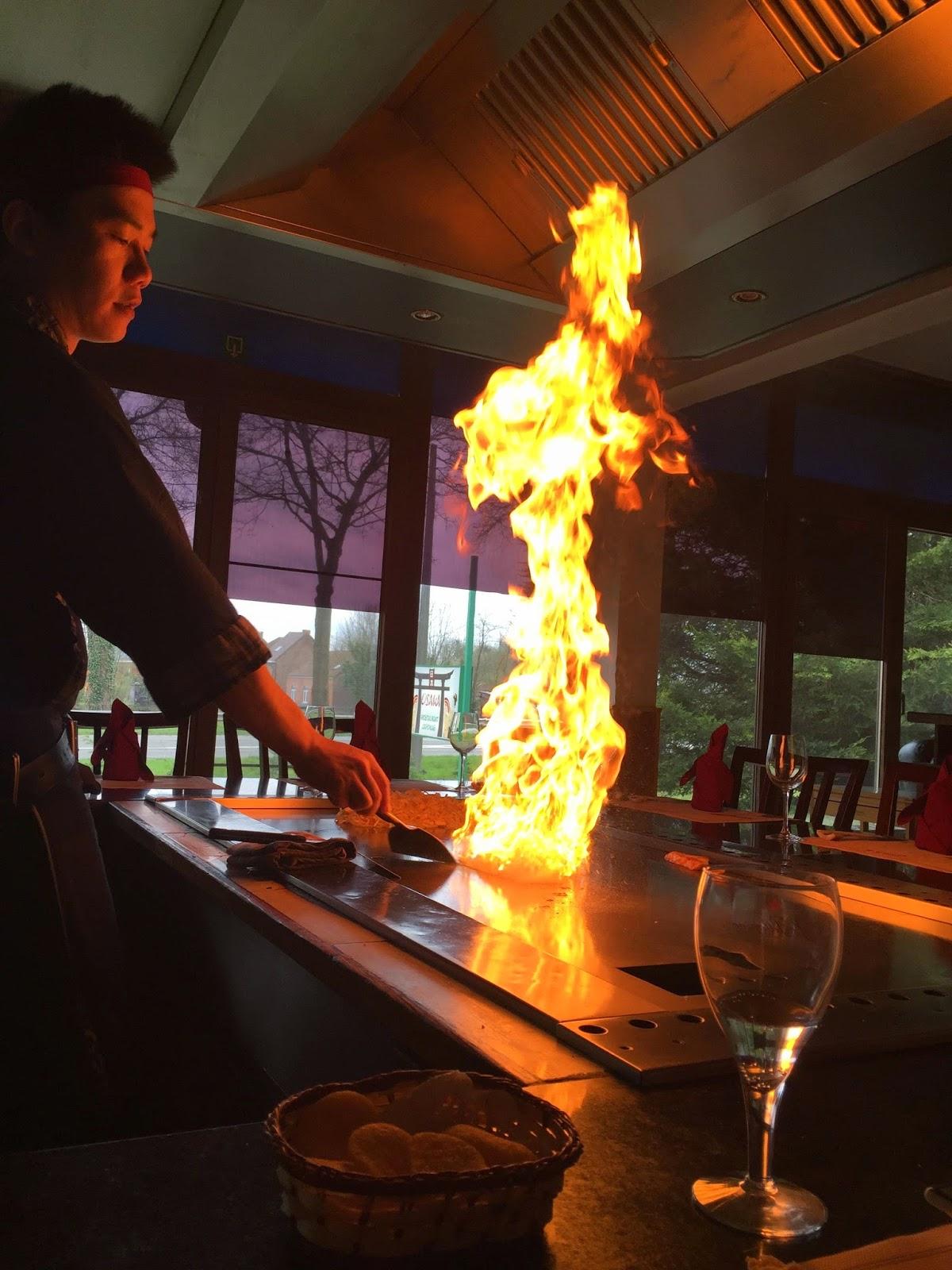Restaurant Japonais Avec Chef Qui Cuisine A Table Rhone Alpes