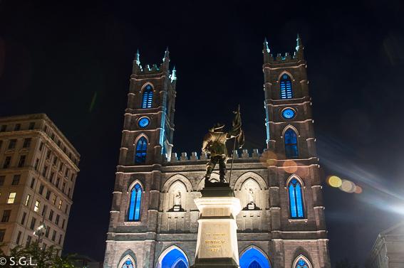Nocturna plaza de armas Montreal. Canada
