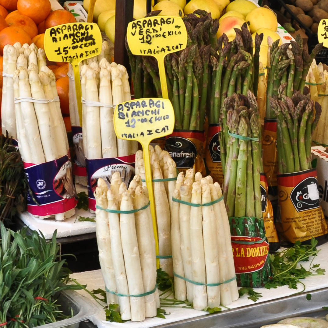 The new season asparagus at the market in Padua