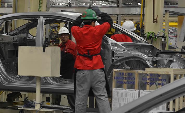 Ingenieros trabajando en una de las plantas de Nissan Mexicana que se localizan en Aguascalientes. (Foto: VI)