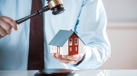 Διαμέρισμα από 1.000 ευρώ: Αδιανόητα χαμηλές τιμές στα σπίτια που βγαίνουν στο σφυρί μέχρι το τέλος Μαΐου!
