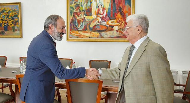 El legendario Hovhannisyan recibe la ciudadanía de Armenia