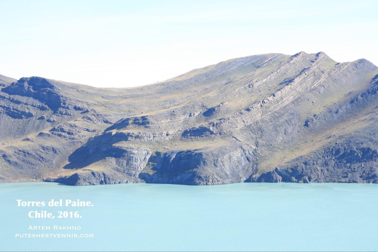 Гора и озеро в Торрес-дель-Пайне
