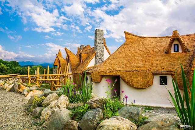 Castelul De Poveste Din Lut din Valea Zanelor