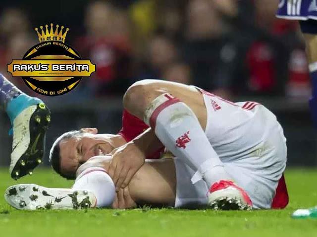 Dokter Menyangkal Akan Ulas Lutut Ibrahimovic