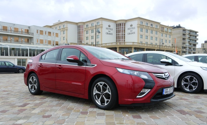 Vauxhall Ampera viewed from the side