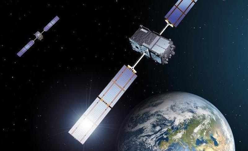 Spionaggio spaziale: satelliti segreti USA spiano quelli russi.