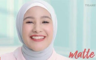 Nama Pemeran Iklan Wardah Long Lasting Lipstick Feel the Color