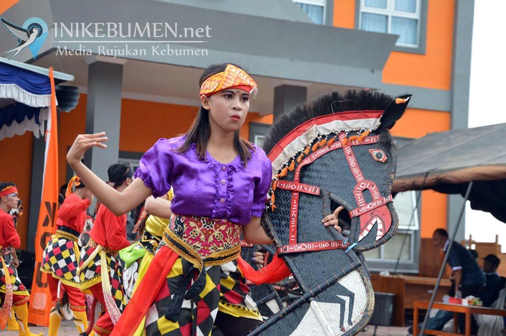 Setahun Jelang Pemilu, KPU Kebumen Nanggap Ebeg