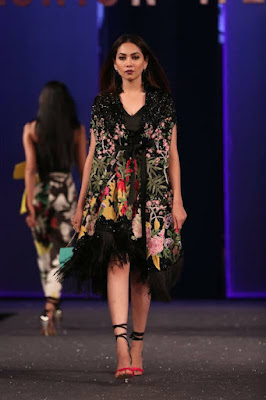 Sana-safinaz-collection-2017-at-sunsilk-fashion-week-7