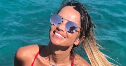 Η Σόφη Πασχάλη ποζάρει σαν Baywatch girl με κόκκινο ολόσωμο μαγιώ - Taxalia  Blog - Θεσσαλονίκη 96b919b774a