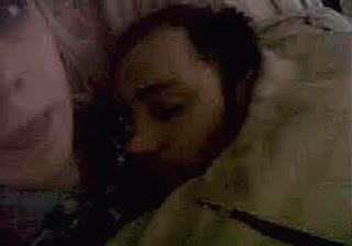 Pria Ini Tidak Sadar Bahwa Dirinya Sedang Tidur Bersama Hantu