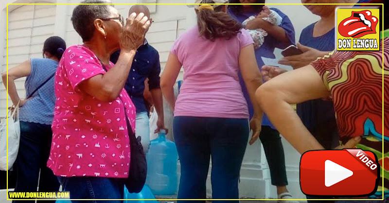 Ciudadanos hacen colas gigantes para recibir ayuda humanitaria en La Candelaria