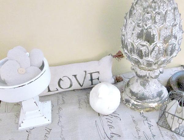 Pedestal dish, artichoke, love pillow and ball