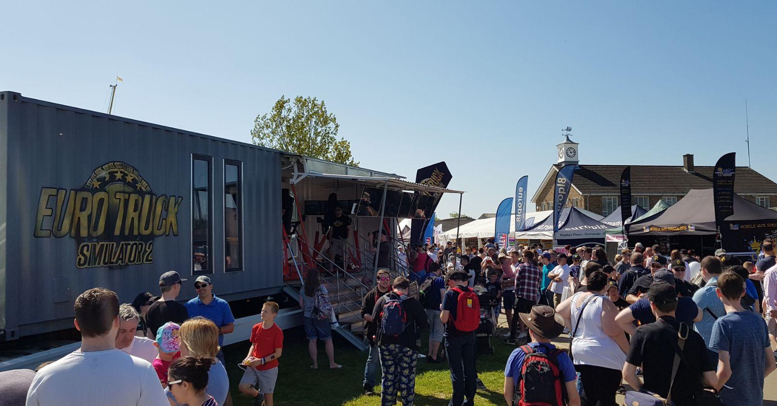 Фанаты студии SCS Software на выставке грузовиков  в Великобритании