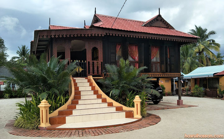 Rumah tradisional Ku Halim Ku Hassan Beras Terbakar di Pulau Langkawi