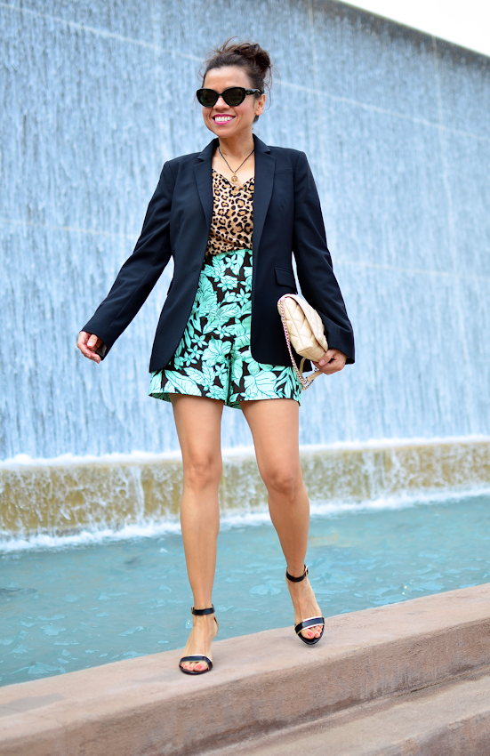 Outfit with leopard and tropical prints