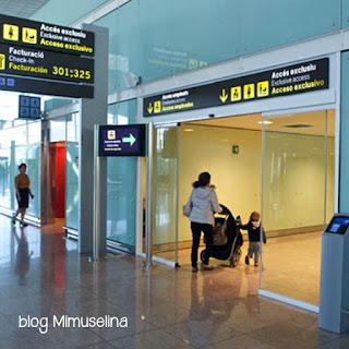 cochecito avión embarque consejos viajar en avión con bebé blog mimuselina