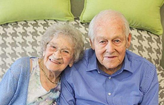 Ancianos celebran 80 años de matrimonio