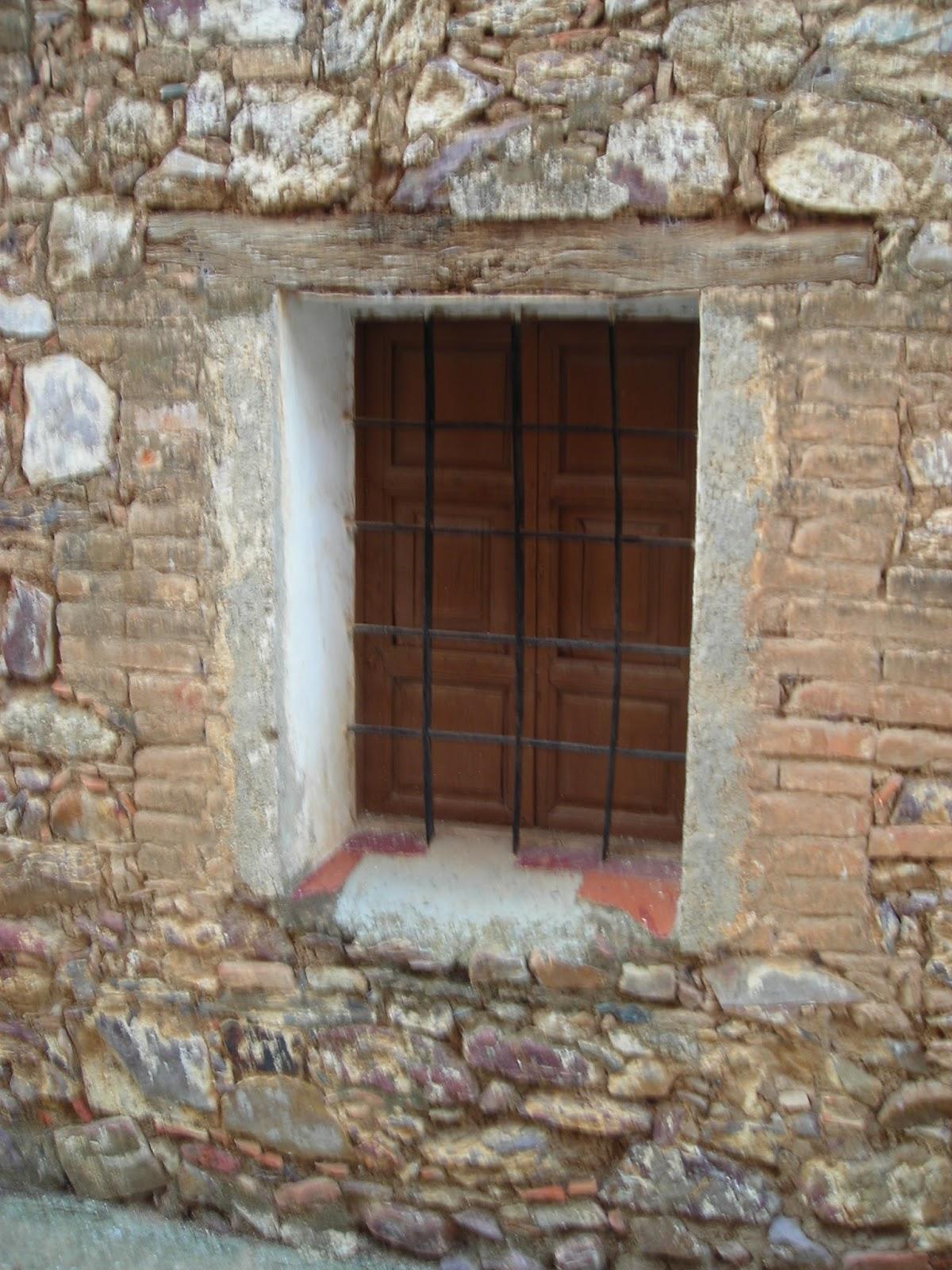 Arroba de los montes ventanas en arroba de los montes for Dintel de madera