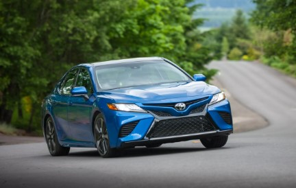 2020 Toyota Camry Hybrid Features & Specs