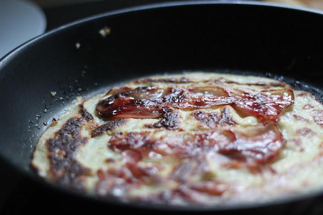 Pfannkuchen! Ein ganz einfaches und schnelles Rezept für Apfelpfannkuchen und Speckpfannkuchen | Arthurs Tochter kocht. Der Blog für Food, Wine, Travel & Love von Astrid Paul