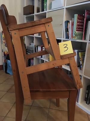 un tabouret sur un chaise, quelle bonne idée !