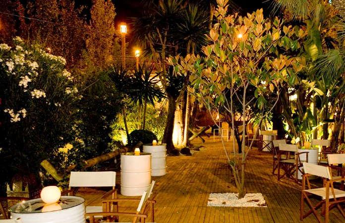 Terraza en las noches de verano en Puerto de Cuba Sevilla