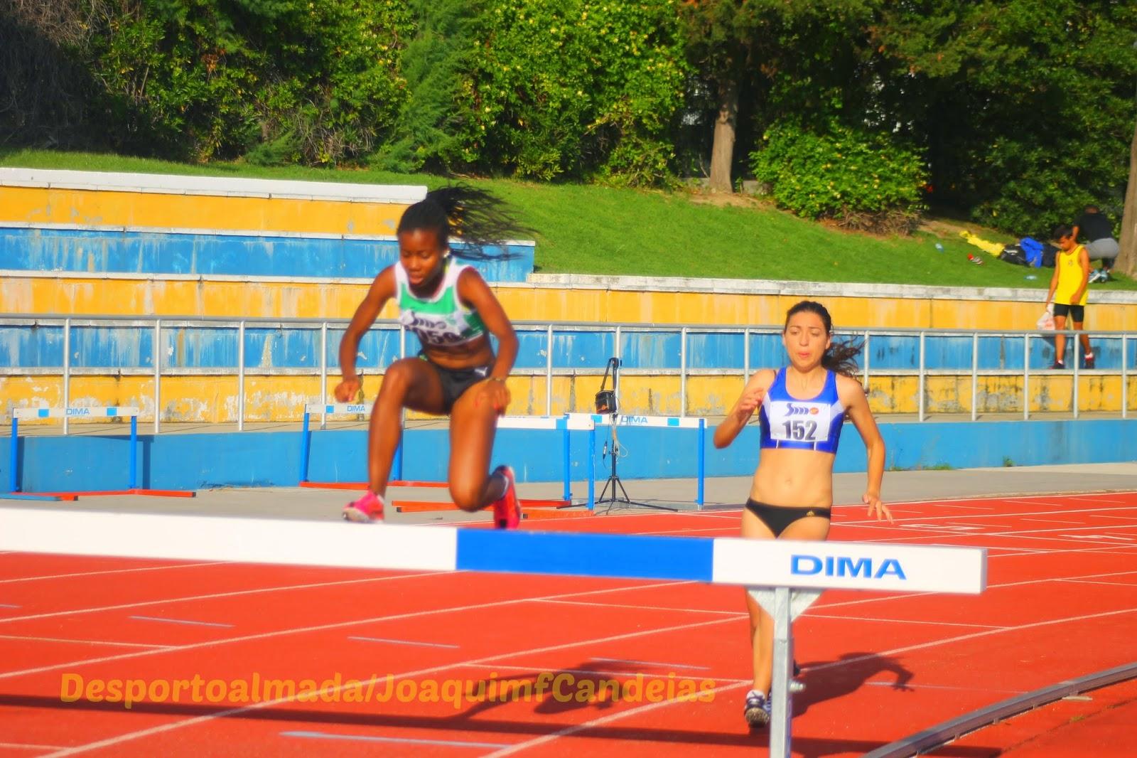 Despique renhido entre Maria Martins a ultrapassar a barreira e Inês Marques  que acabou por vencer e648f35b495e7