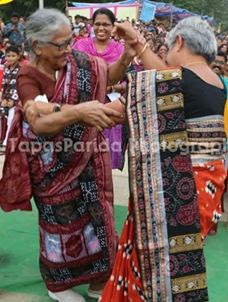 sambalpuri day old woman dance