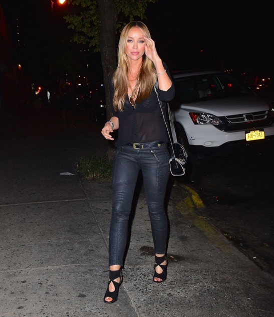 Celebrity Style Lauren Pope Out