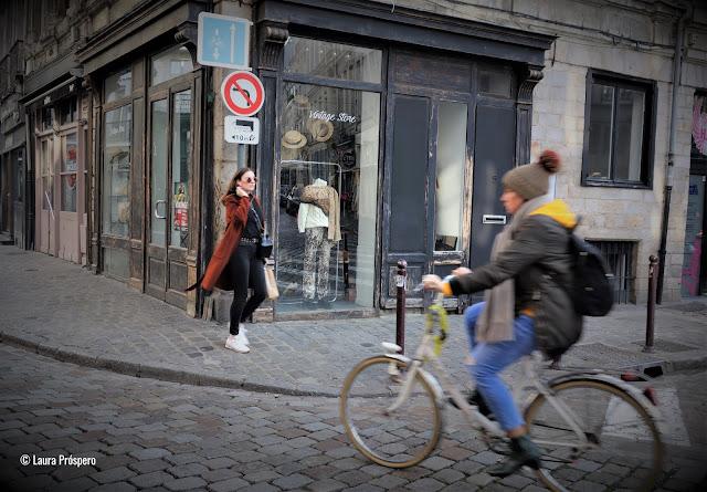 Cena em umas das ruas do Vieux-Lille, bairro charmoso da cidade de Lille, norte da França.