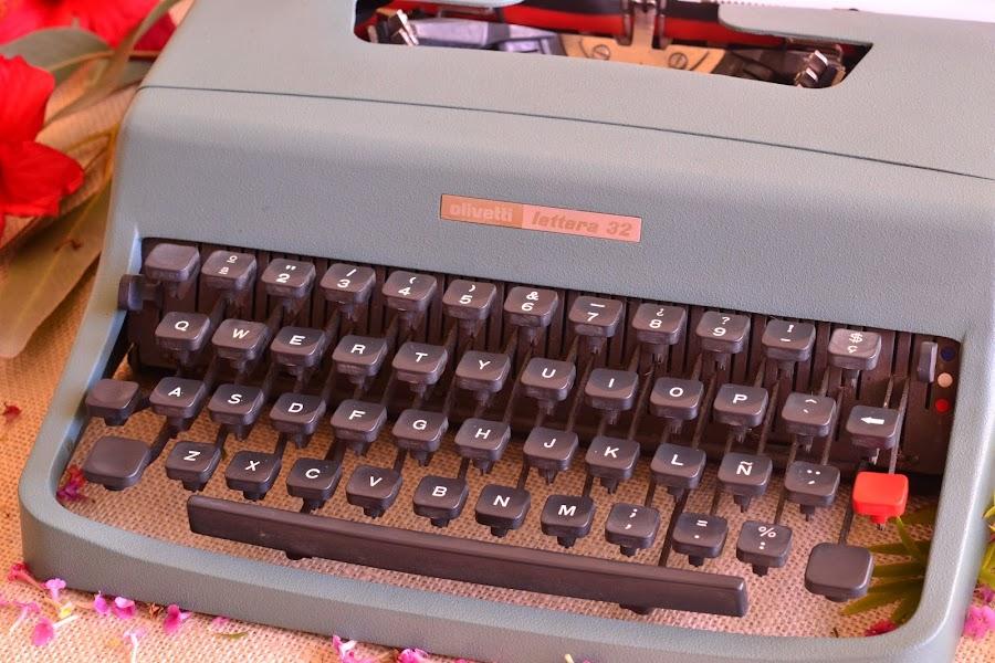 Decoracion para bodas vintage romantica maquina de escribir olivetti