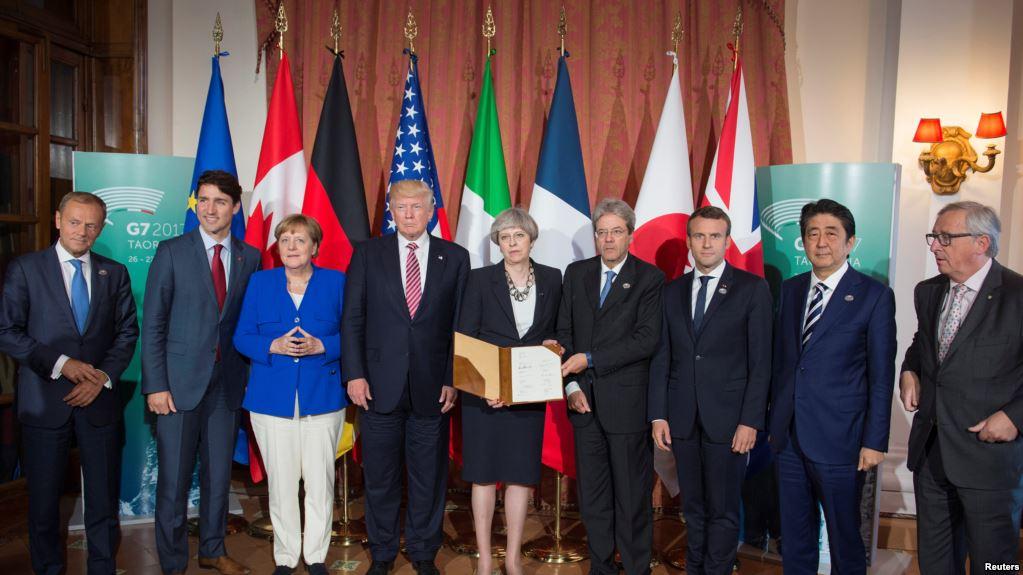 Los presidentes y jefes de Estado  de las potencias reunidos en Italia